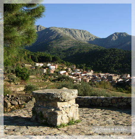 Mombeltr n villarejo del valle for Piscina municipal la roca del valles